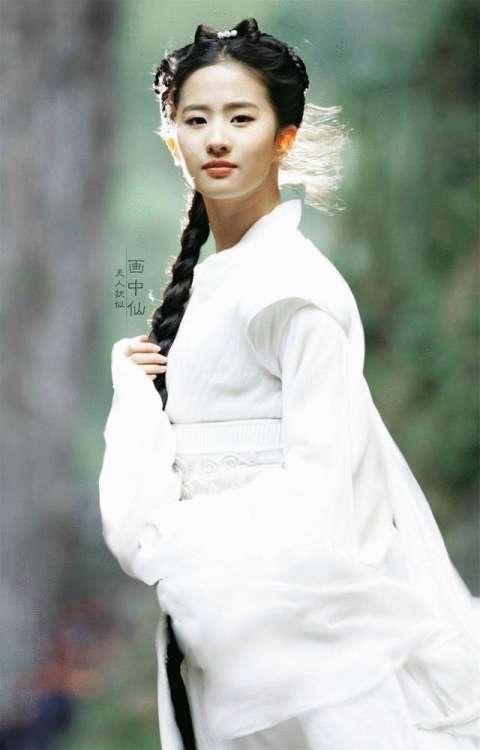古装白衣女子, 李若彤的白衣打败刘亦菲的小龙女呢!