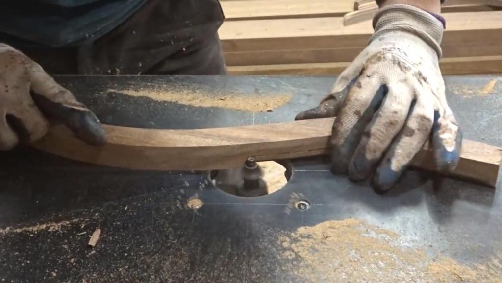 如何用倾斜路由器制作弯曲木料 - 奇妙的木工