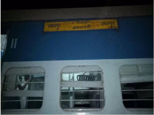 外媒: 印度一个快速列车8节车厢出轨 已造成6人受伤