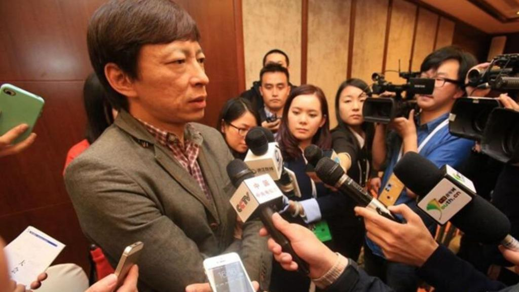 曾是中国互联网第一人,如今垫底还被记者刁难,他却坚信能翻盘!