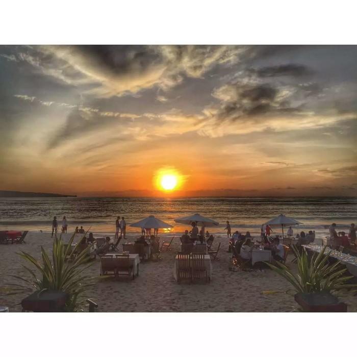 巴厘岛的沙滩的沙子并不是很细的