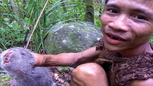 出生被父亲带进丛林生活40年,期间不知道世界有女人