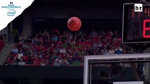 《露天看台》与英特尔公司合作,采用360度全息视角回放科技,回顾了今天冈萨加对南加州大学的比赛。冈萨加全场三分球19中9命中率47.4%,77-73战胜对手,晋级总决赛。 .