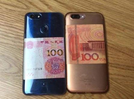 为啥越来越多的人喜欢在手机背后放钱, 背后的真实原因是啥?