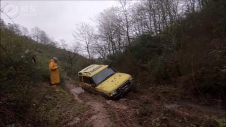 老司机看了这路摇了摇头,小伙二话没说开车就上去了