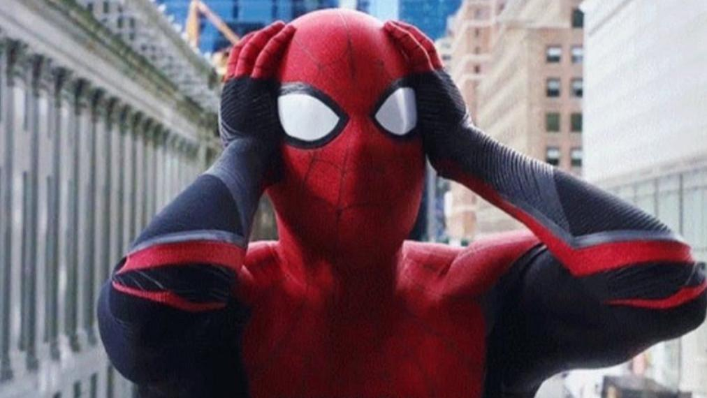 蜘蛛侠摘下面罩想跟她接吻,结果她吐了,吐在了蜘蛛侠胯部