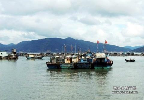 台山列岛在福建省福鼎市东南部,西北距福鼎沙埕镇约32公里,距大陆