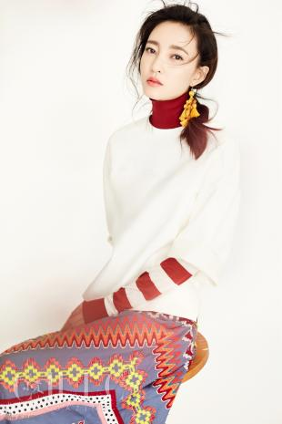 王丽坤玩起变装游戏 素颜女神清新美艳