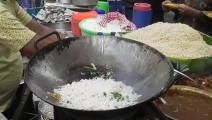 厨艺高超的印度炒饭大王,蛋炒饭一分钟炒一份