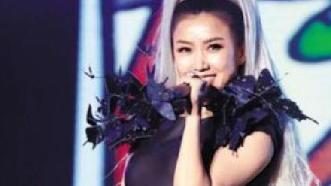 SongIHan《成为闪亮的星星照耀你》热度持续成为各榜单热门单曲