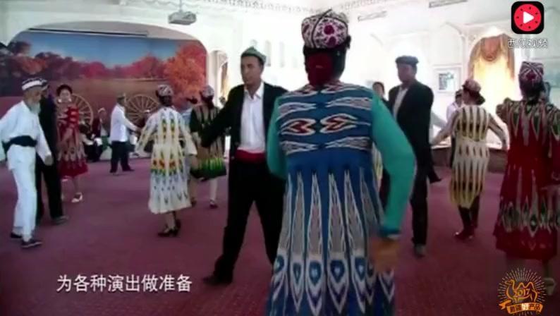 新疆刀郎演唱手法名不虚传,大爷们围在一起高亢歌唱