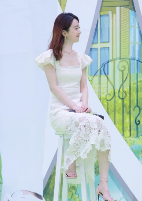 赵丽颖最新美照, 一袭淡雅白裙, 甜美可人