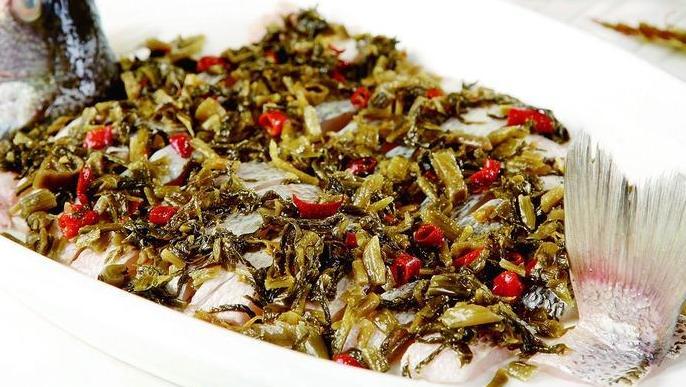 香椿鲈鱼球,鲈鱼肉质肥美,加上春季应季美味香椿,清脆嫩滑爽口!