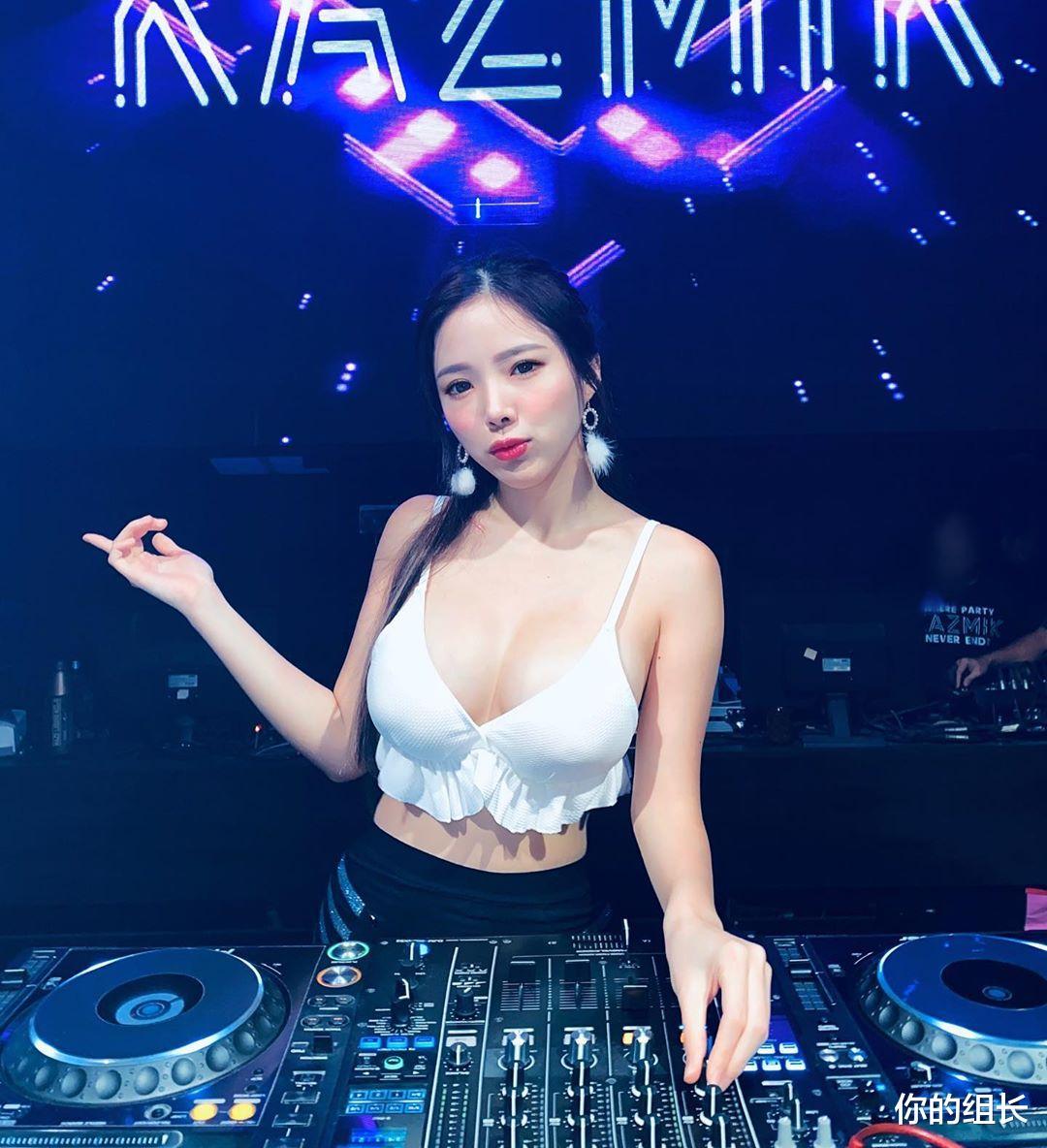 超性感美女DJ晒演出服, 小皮衣配性感皮裤太诱人