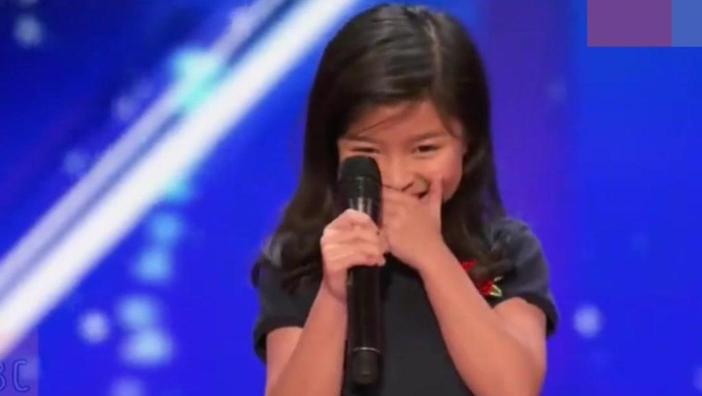 为中国长脸了,小女孩上美国达人秀一首英文歌曲全场为之疯狂