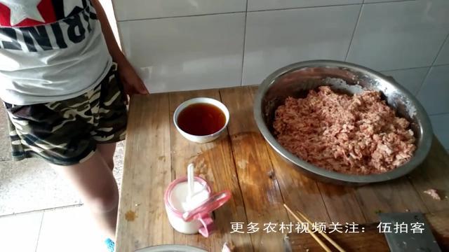 农村自家土猪肉秘制的大肉丸 又香又嫩
