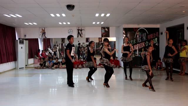 珠海东影歌舞团表演水上舞蹈 荷花梦