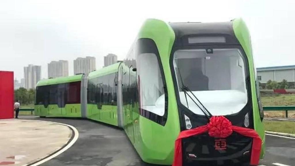 全球首列智轨列车上路,充电10分钟续航25公里,还将实现无人驾驶