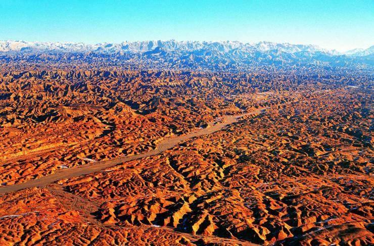 风景区位于石河子市南约70公里处,为天山山脉余脉.
