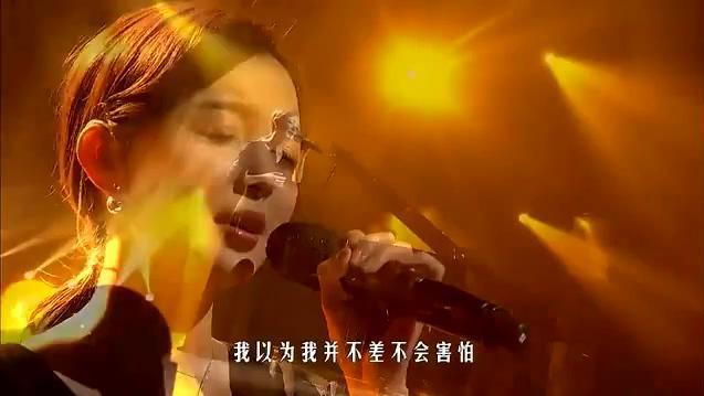 她上《我是歌手》唱的这首歌,灵魂开唱感染全场,网友直呼太好听了