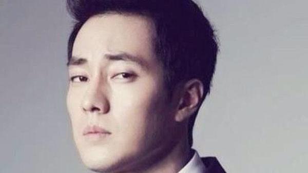 42歲蘇志燮戀情曝光, 兩人相差十七歲, 被拍照片卻如畫報