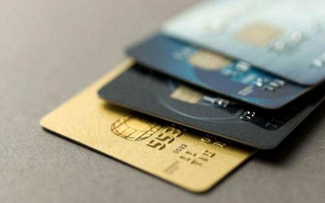 一家三口因信用卡透支50万, 因无力偿还自杀: 7家银行罚款240万!