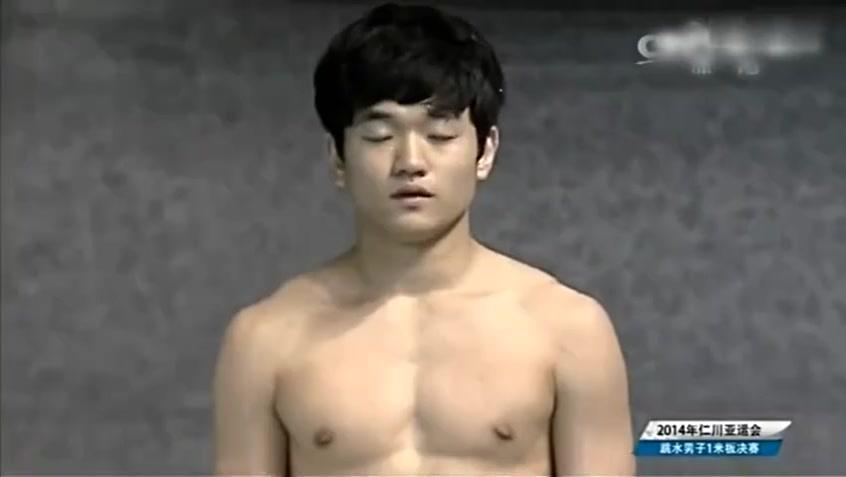 裁判直接给了0分!韩国跳水选手灾难性失误 摔进泳池!