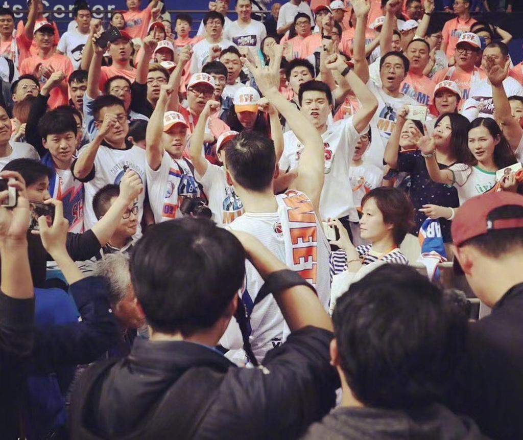 与上海男篮签下长约! 球员合同只有1年, 场均7.1分不输年轻球员(图3)