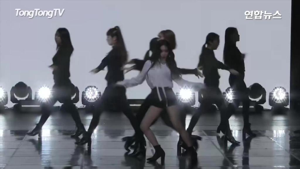 韩国美女歌手金请夏热舞现场,女神舞姿美翻了!