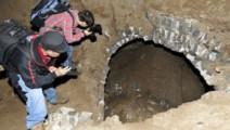 施工突然出现大洞,民工吓得拔腿就跑,考古专家大喜这是宝啊