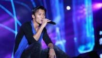 谢霆锋致敬黄家驹翻唱经典《光辉岁月》,说实话挺好听的!