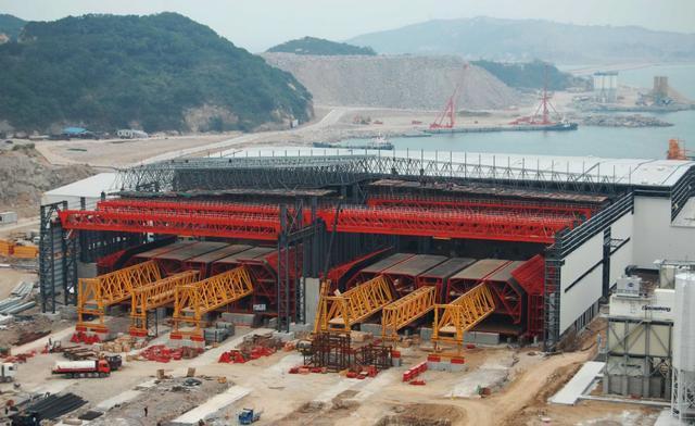 珠港澳大桥设计时速100公里,全 珠港澳大桥总造价达到了720亿元