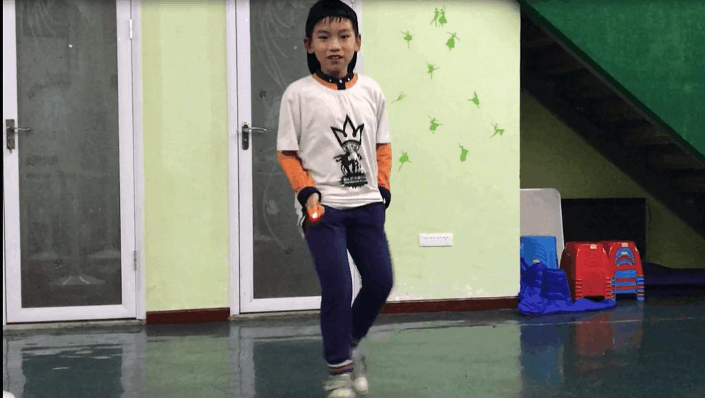 小俊初学鬼步舞