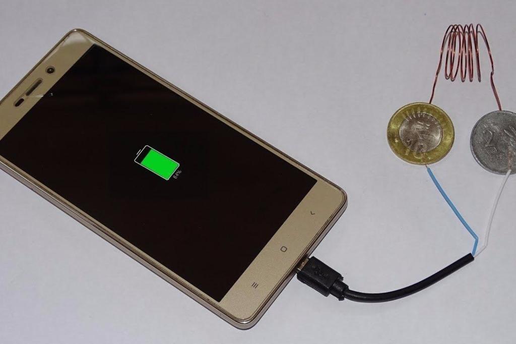手机又没电了?别担心,现在用硬币也能给手机充电!