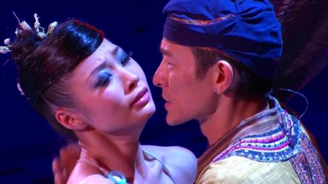 跟了刘德华16年, 演唱会上获天王深情凝视, 让人艳羡惹人尖叫!