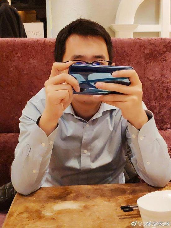 小米9外形配置大曝光, 网友表示: 华为又要颤抖?(图3)