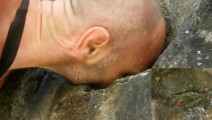德哥的荒岛余生,只身在荒岛60天,终于发现一点点可靠水源!