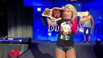 WWE混双挑战赛: 人间怪兽男友力爆棚!二话不说替小魔女报仇