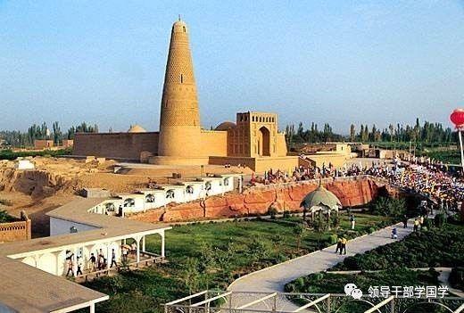 """兰新铁路,南疆铁路在这里交汇,与吐鲁番机场,g30线形成了""""公路,铁路"""