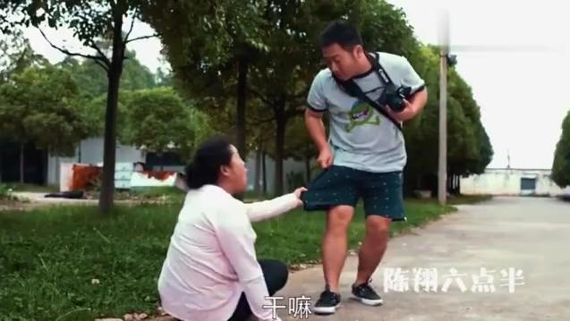 陈翔六点半 美女为了应付父母花500元租个男友
