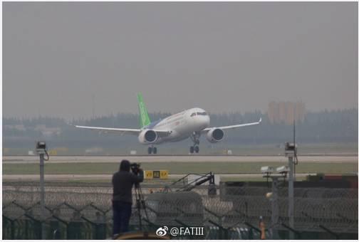 历史性突破, 大飞机首飞成功! 有人嘲讽: c919, 中国