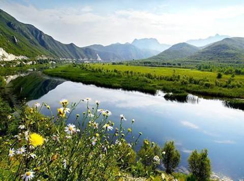 黄土梁水库不加修饰的景色,将大自然的天性展现得淋漓尽致.