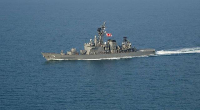 事态严重, 南方争议海域传来爆炸声, 双方军舰刚抵达就展开对峙