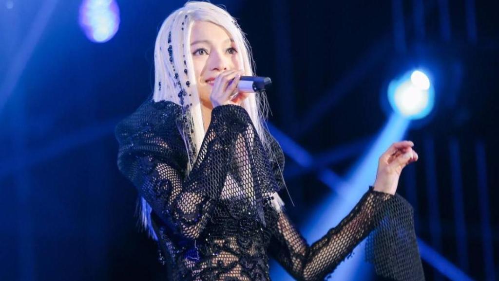 张韶涵演唱《隐形的翅膀》太经典。经历过苦难的人会蜕变更坚强