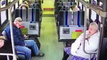 监拍公交被撞,女子大喊一声,男子回头时发现死神理他几秒之遥