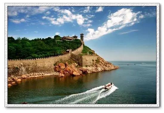到青岛必去七大景点:栈桥,崂山,青岛海底世界,第一海水浴场,五四广场