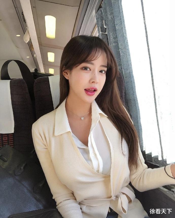 高铁邂逅美丽小姐姐, 一颦一笑魅惑诱人, 看到真相后, 网友沸腾了!