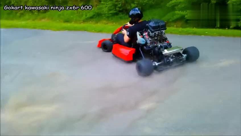 玩具车改装汽车发动机玩的就是六!真会玩!