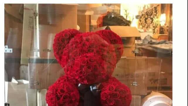 分手后, 范冰冰出售李晨送的玫瑰花大熊, 却因二手价格引发争议
