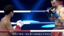 方便被黑人拳手按在擂台上,不服起身一个回旋踢KO对手!